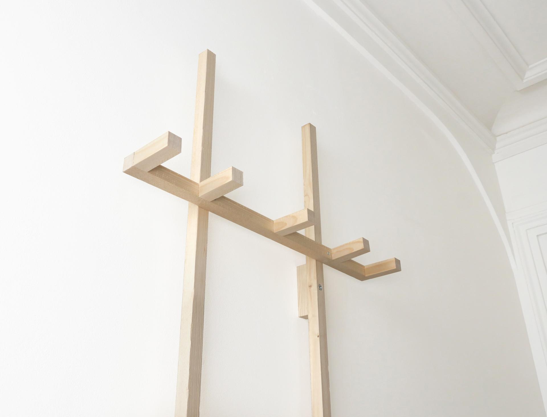 porte manteaux tag re pierre lota. Black Bedroom Furniture Sets. Home Design Ideas